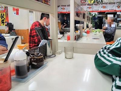 一味ラーメン太宰府店のカウンター席