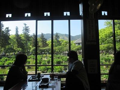 太宰府天満宮の菖蒲池が見えるうぐいす茶屋