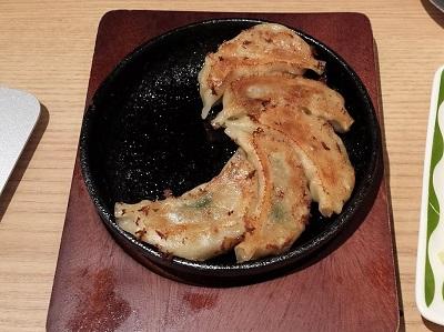 せんべろロケットの博多一口鉄鍋餃子