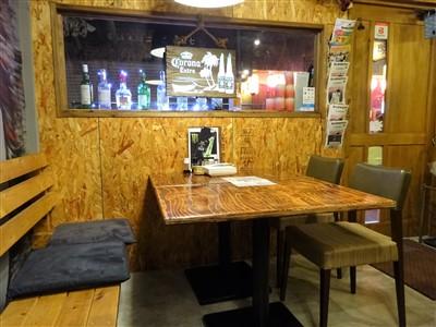 HIGEJIISAN(ヒゲジイサン)のテーブル席