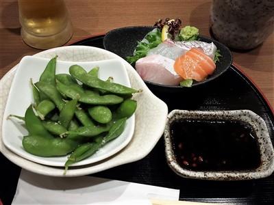 美膳のちょい飲みセットの刺身と枝豆