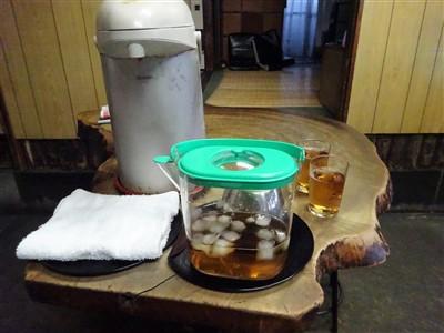 天六食堂はお水やお茶がセルフ