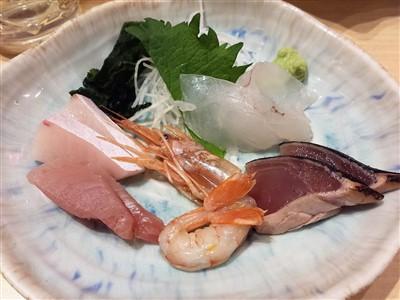 魚吉のせんべろセットの刺身盛り合わせ