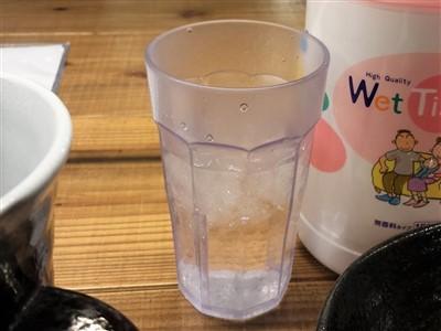 すじ一のお水はセルフで