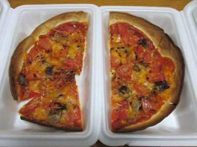 サンハウスの出前のピザ