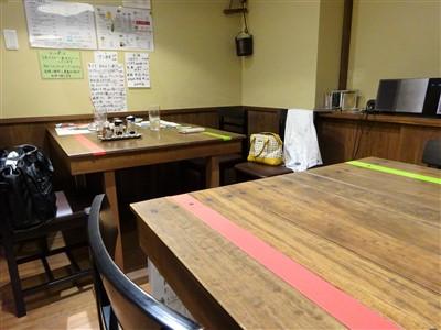 家庭料理ほっと木のテーブル席