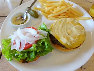 ハンバーガーの食べ方1