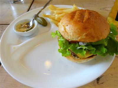 ハンバーガーの食べ方3