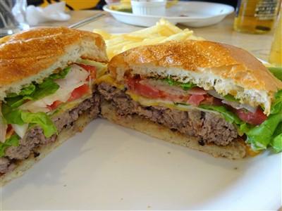 西鉄二日市のサンハウスのハンバーガー